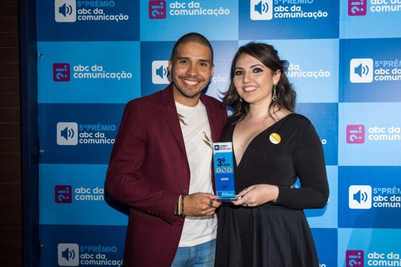 Os sócios Ícaro Marchatto e Andressa Dantas apostam no fortalecimento de projetos sociais. Foto: R.Cheles Fotografia